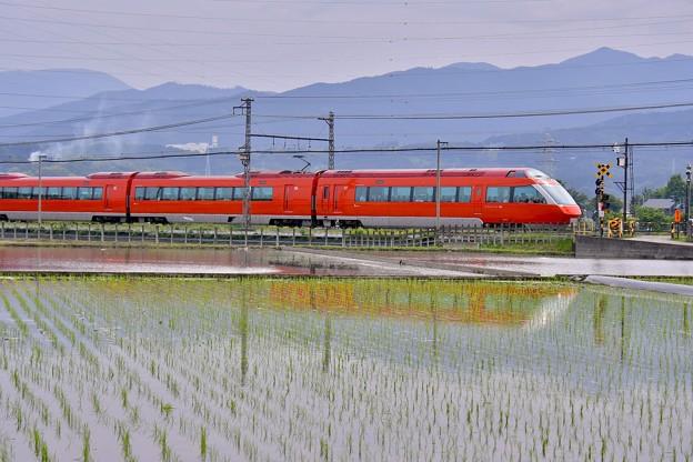 開成町の田んぼと小田急ロマンスカーGSE。。20180526
