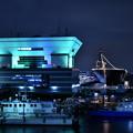 写真: 大さん橋旅客ターミナルビルと護衛艦いずも(1) 20180601
