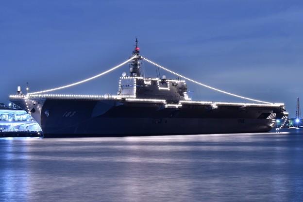 夜の大さん橋 護衛艦いずも一般公開の為停泊中 山下公園から(3) 20180601