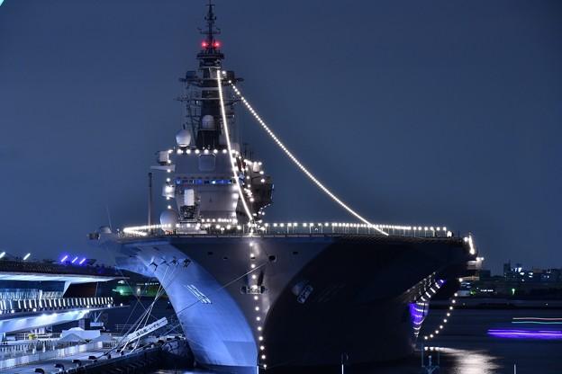 夜の大さん橋 護衛艦いずも一般公開の為停泊中 山下公園から(4) 20180601