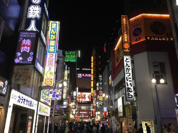 撮って出し。。夜の新宿歌舞伎町。。10月28日