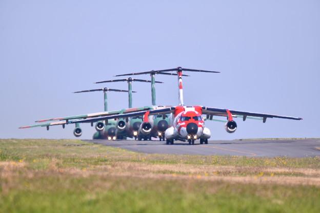 撮って出し。。入間基地航空祭 入間名物大名行列 歌舞伎塗装機C-1先頭で 11月3日