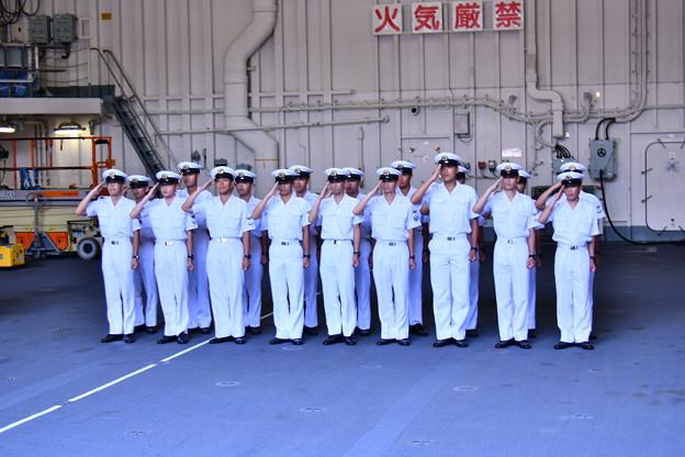 一般公開された護衛艦ひゅうがへ海上自衛隊学生さん 20180602