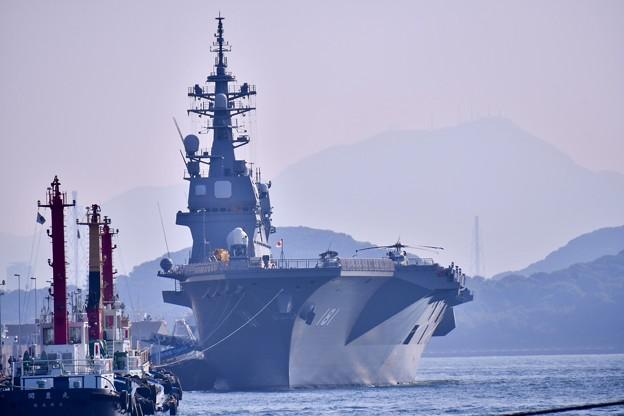 関門海峡の海から門司港停泊中護衛艦ひゅうが(1) 20180602
