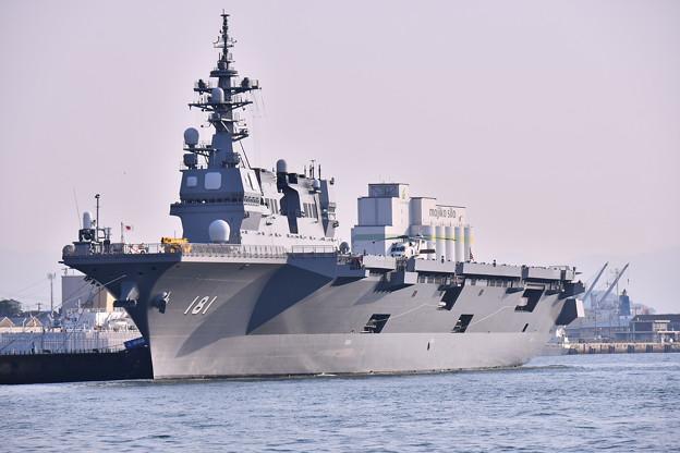 関門海峡の海から門司港停泊中護衛艦ひゅうが(2) 20180602