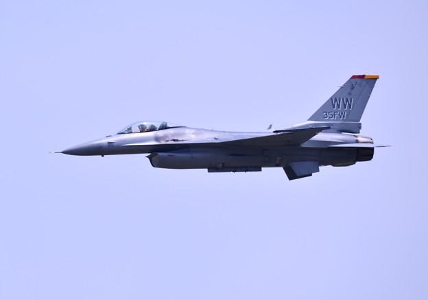 岩国リモートで三沢のF16デモチーム機動飛行(1)