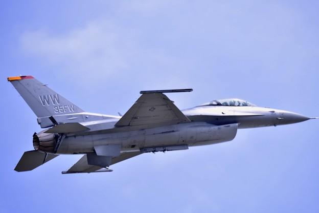 岩国リモートで三沢のF16デモチーム機動飛行(3)