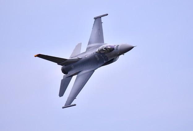 三沢の米空軍F16デモチーム 最後はディリケーションパス(1)