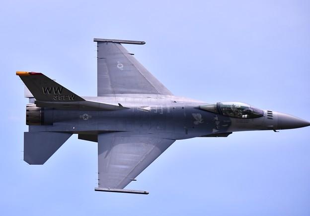 三沢の米空軍F16デモチーム 最後はディリケーションパス(2)