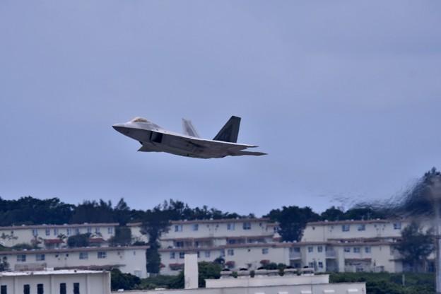 沖縄遠征 嘉手納基地 やっと飛んだアラスカのF-22ラプター(2) 20180618
