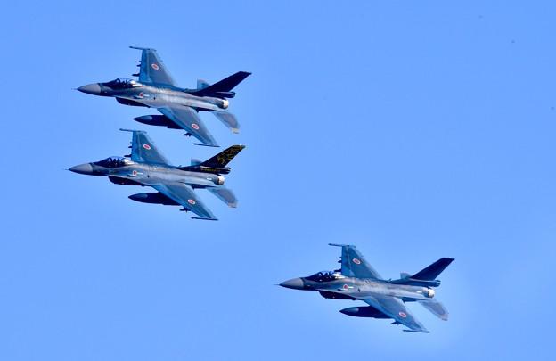 撮って出し。。まるで航空祭の様な編隊飛行F2 11月24日