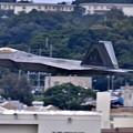 Photos: 沖縄嘉手納基地。。アラスカのF22ラプター 超低空上がり(4) 20180618