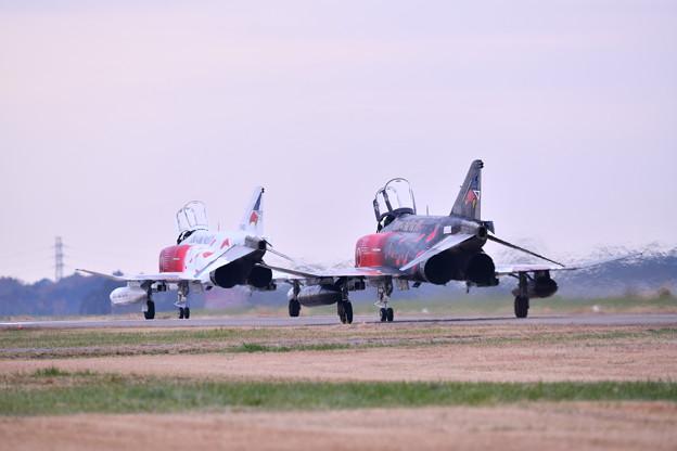撮って出し。。百里基地航空祭 白黒ファントム仲良く帰投12月2日