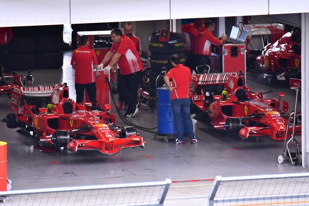 ピットに歴代フェラーリF1 走行準備中(1) 20180630