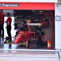 Photos: ピットに歴代フェラーリF1 走行準備中(2) 20180630