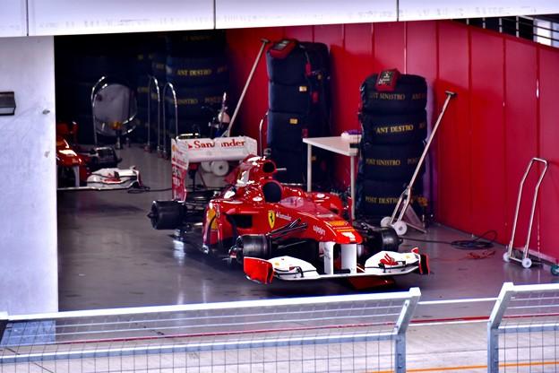 ピットに歴代フェラーリF1 走行準備中(3) 20180630
