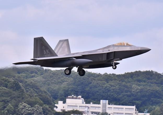 台風避難で横田に一機だけF22ラプター(2) 20180708