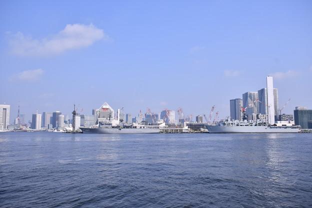 晴海埠頭に2隻の艦船 掃海母艦うらがとイギリス海軍揚陸艦アルビオン 20180805