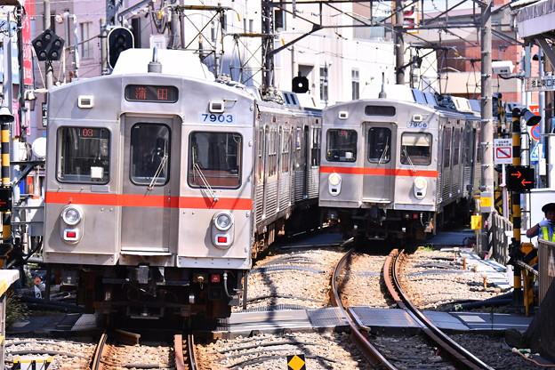 Photos: もう見れない引退した東急7700系(2) 貴重なすれ違い 20180827