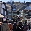 Photos: 撮って出し。。賑わう江ノ島神社へ向かう参道 20190105