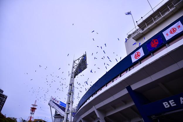 撮って出し。。横浜散歩 ハマスタ名物七回のジェット風船。。