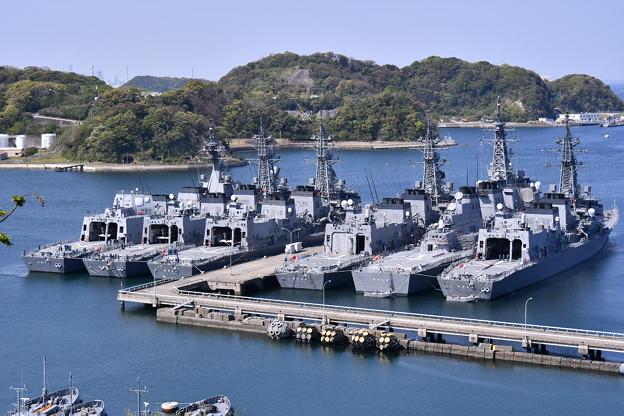 撮って出し。。横須賀基地に多くの艦船停泊 ? 20190420