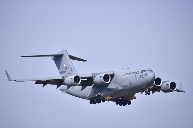 ある日の横田基地 C-17グローブマスター ランウェイ18アプローチ (1) 20190421