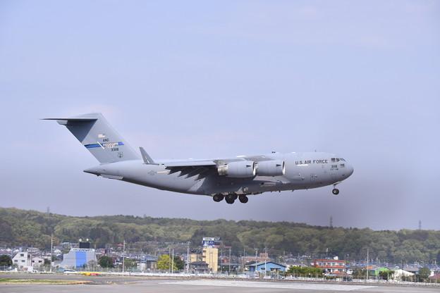 ある日の横田基地 C-17グローブマスター ランウェイ18アプローチ (2) 20190421