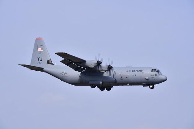 ある日の横田基地 C-130Jハーキュリーズ  ランウェイ18アプローチ (1) 20190421