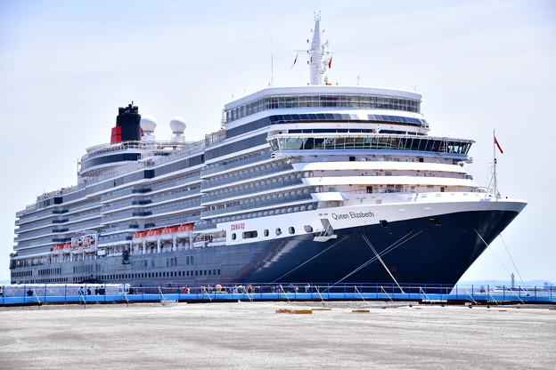 撮って出し 年に数回寄港 豪華大型客船クイーンエリザベス号 大黒埠頭から(1) 20190428