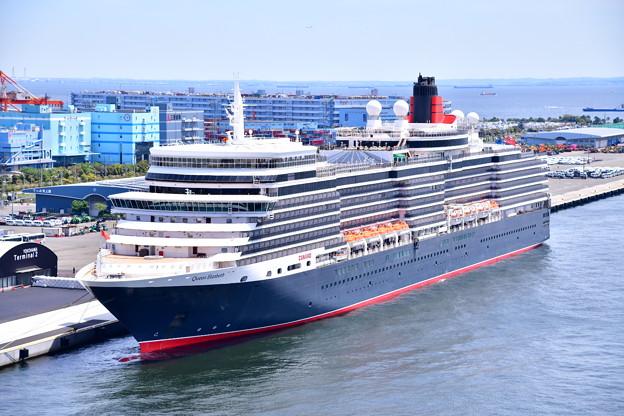撮って出し 年に数回寄港 豪華大型客船クイーンエリザベス号 スカイウォークから(1) 20190428