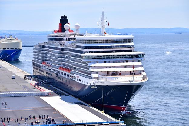撮って出し 年に数回寄港 豪華大型客船クイーンエリザベス号 スカイウォークから(2) 20190428
