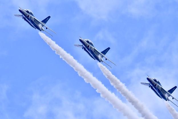 8月の撮って出し。。松島基地の空で展示飛行 ブルーインパルス(2) 20190825