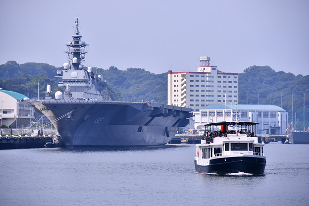 9月の撮って出し。。横須賀軍港めぐりの船を。。20190901