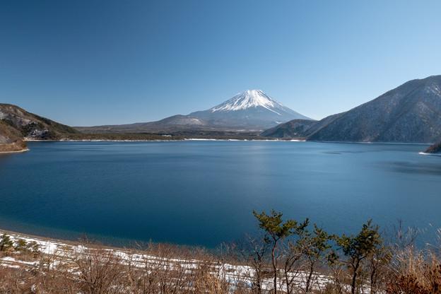 本栖湖と富士山・2
