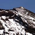 写真: 富士山特別地域気象観測所(剣岳)