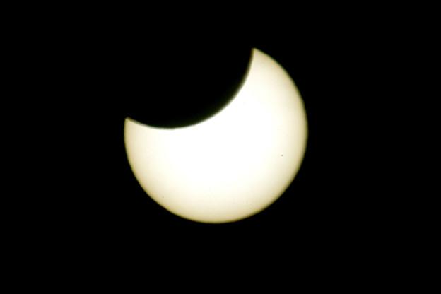 Photos: 部分日食 10時6分 食の最大