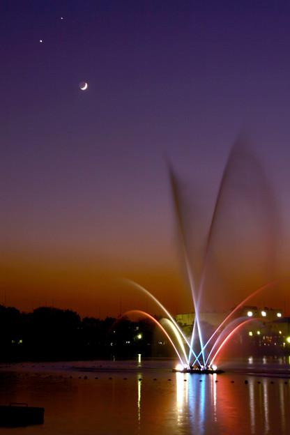 月・金星・木星・噴水