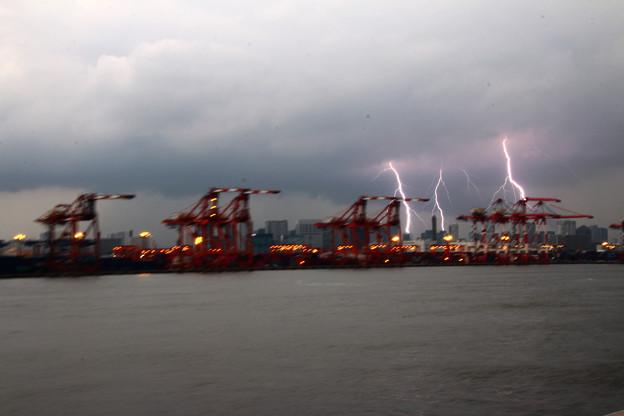 Photos: 動く船から見た落雷