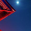 Photos: 甍に月とオリオン
