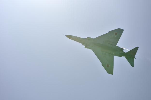 Photos: 光との戯れ・F-4EJ