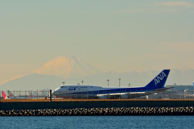 羽田沖から富士山を望む(ANA BOEING747)