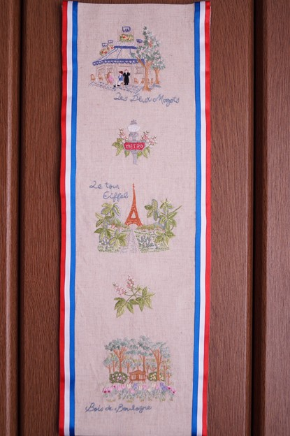 パリの街角を刺繍する