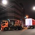写真: 陸送される丸ノ内線新車両
