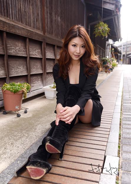 智子さん路地座り