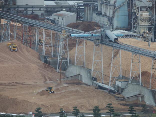 Photos: 製紙工場のシップローダ??とブルドーザー