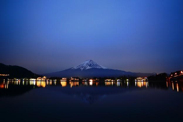 写真: 星も見えぬ夜に・・・富士を撮る