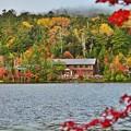 写真: 静かな湖畔の秋景色