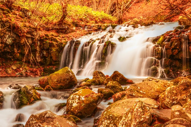 晩秋の蓼科大滝・・・からくれなゐに 水くくるとは