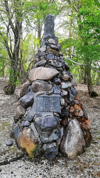 子午線クロスラインの石碑